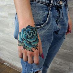 As belas tatuagens de rosas azuis para se apaixonar hoje - Tinta na Pele | TatuagemInstagram