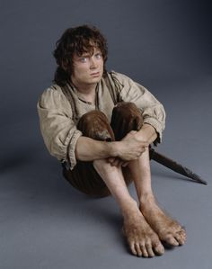 Most people have never heard of this before anywhere but long long ago when Hobbits visited Norway, they fell in love with Troll feet. The Trolls decided to share their special DNA feet Chromozome and that's why Hobbits have such enviable feet. Elijah Wood, Hobbit Costume, Concerning Hobbits, Photos Originales, Frodo Baggins, Study Pictures, The Hobbit, Hobbit Feet, Jrr Tolkien