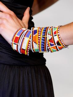 Tribal patterns are the new 'it' statement in fashion! Pulseiras com motivo tribal Moda Tribal, Tribal Mode, Tribal Style, Tribal Bracelets, Bohemian Bracelets, Beaded Bracelets, Colorful Bracelets, African Bracelets, Stacking Bracelets
