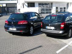 That Renault Vel Satis really stands out next to a Laguna