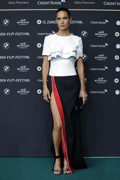 Jennifer Connelly Evening Dress - Another red carpet event, another Louis Vuitton frock for Jennifer Connelly. For the Zurich Film Festival premiere of 'American Pastoral,' she picked this tricolor number from the brand, featuring a tiered bodice and a high side slit.