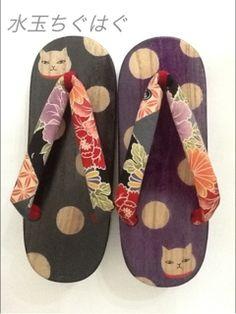 水玉猫下駄。☆Geta with polka dot & cats for a modern kimono or yukata coordinate. Traditional Japanese Kimono, Japanese Geisha, Japanese Beauty, Japanese Style, Japanese Outfits, Japanese Fashion, Asian Fashion, Modern Kimono, Wedding Kimono