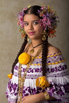 Girl-in-pollera Panama