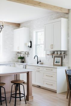 Simply White by Benjamin Moore Kitchen Cabinet Paint Color Simply White by Benja… - Modern Built In Cabinets, White Kitchen Cabinets, Painting Kitchen Cabinets, Kitchen Counters, White Kitchen Furniture, Modern Furniture, Upper Cabinets, Furniture Layout, Kitchen Sink