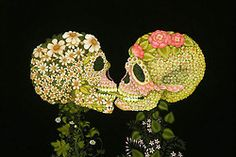 25 Beautiful and Creative Surreal Oil Paintings by Colette Calascione - 7 flower skull surreal oil painting colette Day Of The Innocents, Crane, Candy Skulls, Sugar Skulls, San Francisco Art, Flower Skull, Skull And Bones, Day Of The Dead, Skull Art