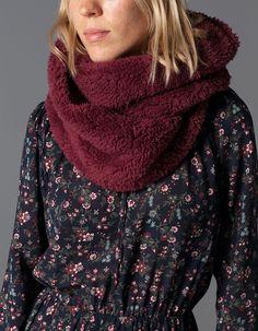 Circular knit scarf with fur trim