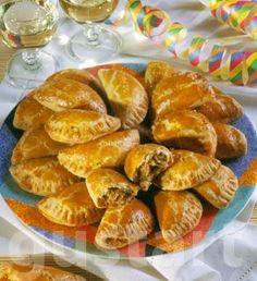 Lajos Mari konyhája - Káposztás táska Hungarian Recipes, Empanadas, Pretzel Bites, My Recipes, Shrimp, Biscuits, Deserts, Food And Drink, Bread