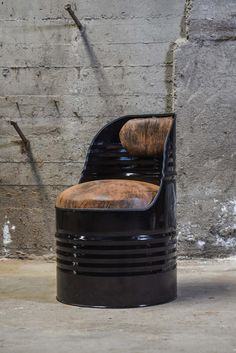 Recycled industrial bottle armchair - Expolore the best and the special ideas about Modern industrial Tire Furniture, Garage Furniture, Barrel Furniture, Recycled Furniture, Furniture Decor, Modern Industrial Decor, Industrial Design Furniture, Drum Chair, Fancy Chair