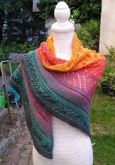 Knitting pattern triangular scarf pumpkin Knitting instructions triangular scarf Pumpkin by Knitteltante History of Knitting String spinning, weaving . Knitted Shawls, Knitted Bags, Shawl Patterns, Knitting Patterns, Easy Model, Fabric Structure, Knitting Socks, Shawls And Wraps, Crochet Yarn