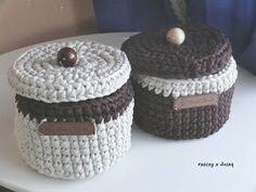 Botes de trapillo. Crochet Art, Tapestry Crochet, Crochet Home, Crochet Patterns, Diy Crochet Basket, Knit Basket, Decorative Storage Boxes, Finger Knitting, Crochet Needles