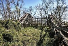 10 Places In Pennsylvania You Never Knew Existed Abandoned Mansions, Abandoned Buildings, Abandoned Places, Abandoned Castles, Attractions In Orlando, Roadside Attractions, Abandoned Theme Parks, Abandoned Amusement Parks, Grove Park