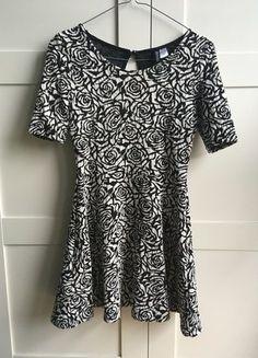 Kup mój przedmiot na #vintedpl http://www.vinted.pl/damska-odziez/krotkie-sukienki/17289751-rozkloszowana-sukienka-hm-skater-dress-w-roze-black-white