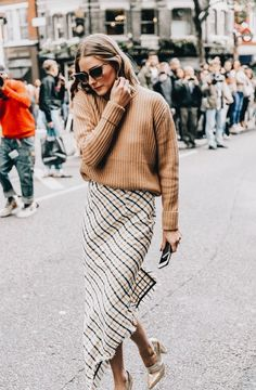 39e7fef88db Cute checked maxi skirt with tan sweater. Street Style London
