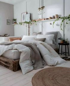 Home Decorating Style 2020 for Nice Deco Chambre Cosy, you can see Nice Deco Chambre Cosy and more pictures for Home Interior Designing 2020 35070 at Decoplan. Home Decor Bedroom, Bedroom Makeover, Stylish Bedroom, Apartment Decor, Room Decor, Modern Bedroom, Simple Bedroom, Cozy Small Bedrooms, Rustic Bedroom