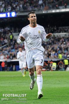 Cristiano Ronaldo calm down - Real Madrid Cr7 Ronaldo, Cristiano Ronaldo 7, Madrid Football, Best Football Team, Good Soccer Players, Football Players, Psg, Ronaldo Photos, Ronaldo Real Madrid