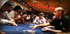 How do Poker Tournaments Work?
