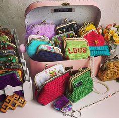 ❤I almost died making this for you ❤ #handmade #crochet #crochetpurses #crochetaddict  #instacrochet #vintagelove #retro #vintage #colorful #love #picoftheday #purse #amigurumi #cute #adorable #giftforher #örgümüseviyorum #santtuqs