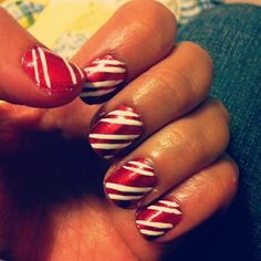 Google Image Result for http://www.glamour.com/beauty/blogs/girls-in-the-beauty-department/2011/12/16/1216-elli_le-holiday-nail-polish-idea_bd.jpg