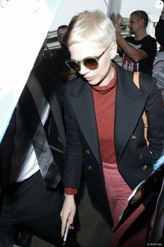Michelle Williams prend un vol à l'aéroport LAX de Los Angeles, le 8 janvier 2018.