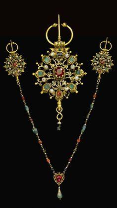 Morocco | Pearl and gem set gold fibulae (Khallalat) | 18th century | 12'500£ ~ sold (Apr '12)