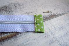 Nem megy a cipzár varrás? … Mutatom! | Varrott Világom Tie Clip, Sewing Projects, Bag, Scrappy Quilts, Bags, Zipper Pulls, Totes, Purse