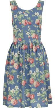 This classic cotton dress is a summer essential, great for holidays or day-to-day wear. It has a flattering fitted waist and voluminous skirt for a feminine shape, and the Wild Strawberry print is perfect for warm weather.
