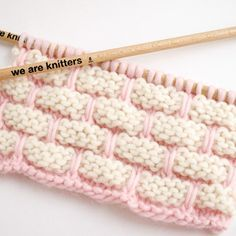 We bring you the greatest variety of types of stitches that you can find in wool, cotton, and fabric yarn. To knit or crochet. Knitting Charts, Knitting Stitches, Baby Knitting, Knitted Baby, Sewing Patterns Free, Knitting Patterns, Crochet Patterns, Knit Or Crochet, Double Crochet