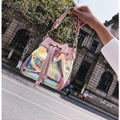 Effortlessly Make Your Handbags Complement Your Outfit Every Single Time - Best Fashion Tips Handbags On Sale, Purses And Handbags, Fendi Spy Bag, Best Travel Backpack, Bucket Handbags, Transparent Bag, Cute Backpacks, Clear Bags, Cute Bags