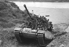 A Centurion tank gives the infantry a lift during the Korean war. British Army, British Tanks, British Armed Forces, Military Armor, Military Operations, Armored Fighting Vehicle, Military Pictures, War Photography, Battle Tank
