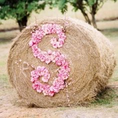 The most creative new ways to incorporate your initials into your wedding decor. Photo via Wed Loft.