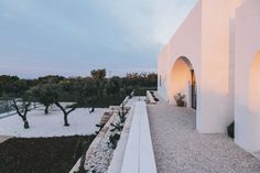 Eco friendly farmhouse in Puglia, Italy - great home design on NONAGON. Italian Farmhouse, Rustic Italian, Home Design, Interior Design, Villas, Places To Travel, Places To Visit, Travel Destinations, California Garden