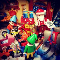 Final checks before take off tonight! #toy #toys #toycrewbuddies #toyphotography #toypicoftheday #toyphotooftheday #playmo #playtime #playmobil #playmosg #santa #santaclaus #christmas #christmasinthetropics