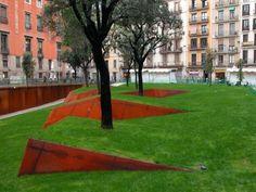 Plaça Vila de Madrid designed by BCQ arquitectura / Barcelona, Spain Landscape And Urbanism, Landscape Architecture Design, City Landscape, Garden Landscape Design, Urban Landscape, Landscaping A Slope, Landscaping Retaining Walls, Modern Landscaping, Parks
