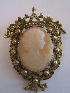 Vintage Florenza Elegant Carved Shell Cameo Brooch