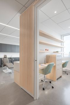 Natasha Thorpe uses timber to soften mood at Quebec dental office Go Orthodontistes Clinic by Natasha Thorpe Design Clinic Interior Design, Design Salon, Clinic Design, Dental Office Decor, Medical Office Design, Healthcare Design, Dental Offices, Design Clinique, Quebec