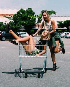 street style best friends