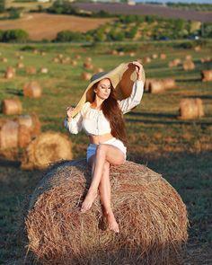 Хотите получить лайки и комментарии от меня и других? Тогда участвуйте в еженедельном Лайк-тайме! Что нужно сделат Senior Portraits Girl, Senior Girl Photography, Photography Poses Women, Summer Photography, Portrait Photography, Country Girl Photography, Cute Senior Pictures, Sunflower Photography, Jupe Short