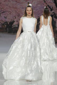 Waanzinnig mooie bruidsjurk van het merk Inmaculada Garcia. Deze trouwjurk hangt bij ons in de winkel.