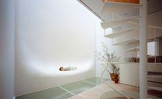 L'architecte japonais Hiroshi Nakamura a conçu cette Maison SH située à Tokyo. Achevée en 2005, elle propose des courbes pour…