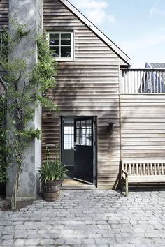 ideas for exterior wood siding modern timber cladding Timber Cladding, Exterior Cladding, Houses Architecture, Architecture Design, Exterior Design, Interior And Exterior, Interior Door, Wood Siding, Beach House Decor