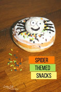 Need some ideas for spider-themed snacks? Your kids will love these spider doughnuts, they're adorably cute and tasty - a must-try snack for kids. Easy Holiday Desserts, Holiday Cookie Recipes, Holiday Cakes, Easy Snacks For Kids, Creative Snacks, Kids Meals, Yummy Snacks, Delicious Desserts, Chocolate Pudding Cups