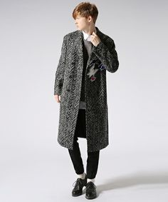 Kris Van Assche(クリスヴァンアッシュ)のDOUBLEBREASTED COAT WITH PATCH(チェスターコート)|ブラック×ホワイト