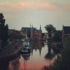 In Sneek kan alles, zeilen, skutsjesilen, heerlijk eten en gezellige terrasjes. Daarom kan ik iedereen mijn geboortestad aanraden. Locatie: Sneek. Foto: Tineke van der Gaast.