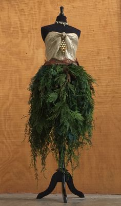 Dress Form Christmas Tree: Burlap Bodice with Faux Cedar Branches