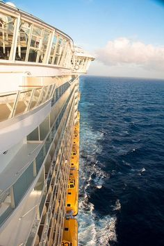 Oasis of the Seas cruising to the Caribbean.