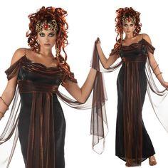 Bei diesem Anblick wird schnell klar, warum sich Poseidon in dieses wunderschöne Wesen verliebte. Wer kann dieser unvergleichlichen Frau schon widerstehen. Es ist einfach zu schade, dass Athene Medusa in ein so gefährliches Wesen verwandelte, dass alle Wesen zu Stein werden ließ sobald man ihr in die Augen blickte.