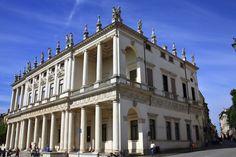 70 palacio chiericati - Alternó el empleo de los órdenes arquitectónicos DORICO con basa en el piso inferior y jónico en el superior. Se remata por medio de estatuas y de adornos verticales, ubicados en el mismo eje de las columnas, contrarrestando la horizontalidad con la verticalidad.