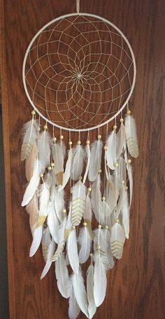 Cet article n'est pas disponible - Gold and White Bohemiam Dreamcatcher Wedding Dream Catcher You are in the right place about diy furn - Dream Catcher Art, Dream Catcher White, Large Dream Catcher, Dream Catcher Tutorial, Crochet Dreamcatcher, Creative Labs, Idee Diy, Wall Crosses, Beads And Wire