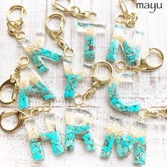 Timestamps DIY night light DIY colorful garland Cool epoxy resin projects Creative and easy crafts Plastic straw reusing ------. Epoxy Resin Art, Diy Resin Art, Diy Resin Crafts, Resin Molds, Diy Arts And Crafts, Diy Resin Keychain, Acrylic Keychains, Resin Jewelry, Jewelry Crafts
