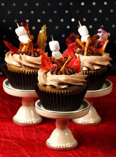 """SweetSerenade went all out for these s'mores cupcakes, but they can be made more simply if you're not feeling as ambitious. """"Like"""" if you can almost smell the campfire smoke. Easy Cupcake Frosting, Cupcake Cakes, Cup Cakes, More Cupcakes, How To Make Cupcakes, Cupcake Recipes, Dessert Recipes, Cupcake Ideas, Campfire Cupcakes"""